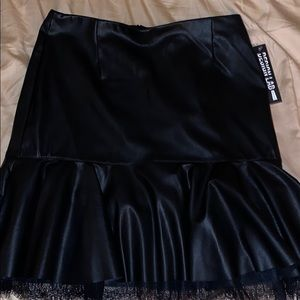 Design Lab-Black leather skirt with lace at bottom